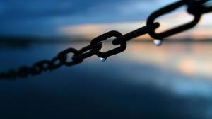 close-up_blue_water_drops_chains_ultra_3840x2160_hd-wallpaper-468143